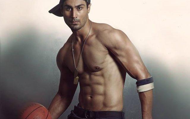 model karan oberoi body and abs